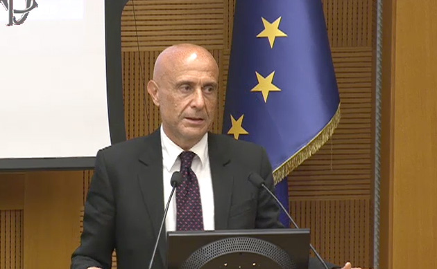 Minniti: «IS perde terreno, ma l'Occidente sappia agire unito»
